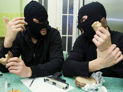 Burglar robbed while robbing shop