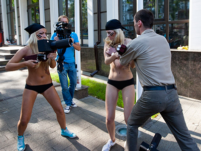 Anti-brothel striptease: Topless activists target Indian embassy (VIDEO)