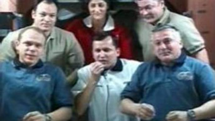 Charles Simonyi gets extra day in space