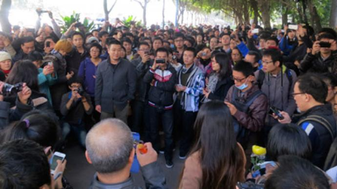 China censorship row escalates to rare street protest (PHOTOS)