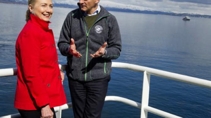Clinton in Arctic: Promenade with profit in mind