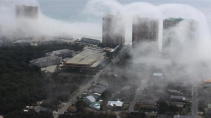 Surf not to be mist: 'Cloud tsunami' envelops Florida city