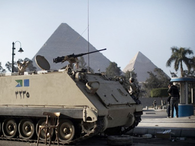 Protesters clash with Mubarak supporters in Cairo