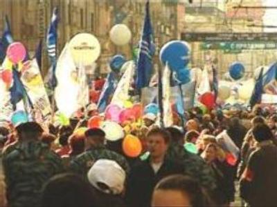 Crowds celebrate Labour Day in Russia