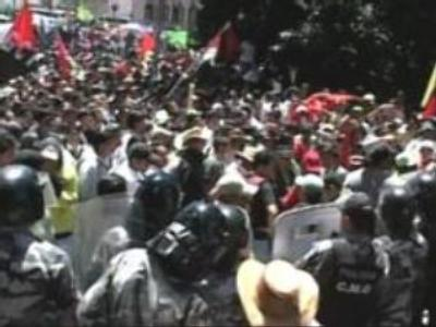 Demonstrators ask to rewrite constitution in Ecuador