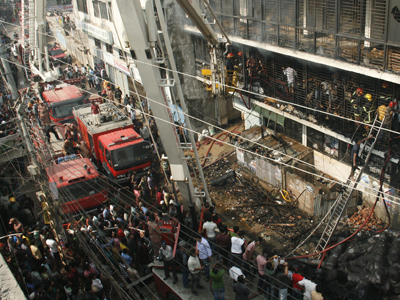 Police fire tear gas at Bangladeshis protesting building collapse