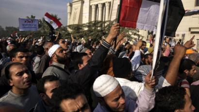 Morsi returns to palace as protesters block entrance (PHOTOS)