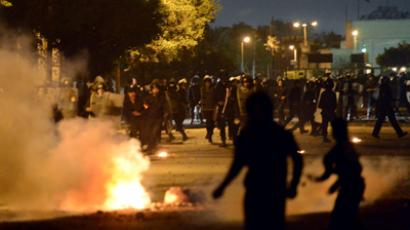 Tear gas, water cannons as Egyptians throw stones at presidential palace