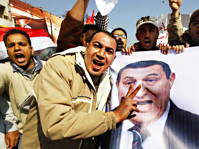 Egypt takes first steps toward exit from two-week turmoil