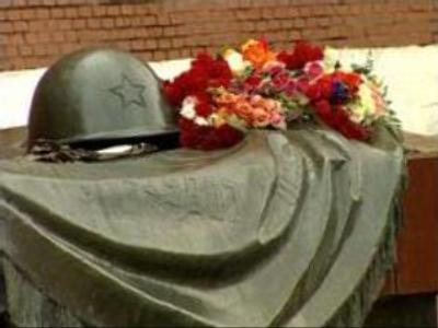 Estonian authorities get ready to remove World War Two monument in Tallinn