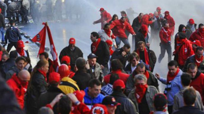 Europeans against austerity cuts: thousands clash with police in Brussels