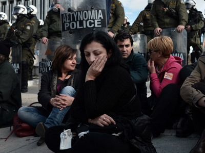 Greek riot police put end to Metro workers sit-in (PHOTOS)