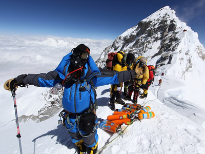 The great Everest gamble - and why so many people are willing to take it