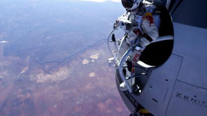 'Fearless Felix' dives from the stratosphere, breaks the sound barrier (VIDEO, PHOTOS)