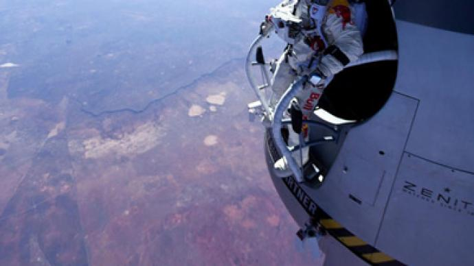 Baumgartner sets world record for highest and fastest ever freefall with 39km skydive