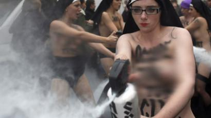 Female Iranian communists organize topless protest against hijabs in Swedish capital (PHOTOS)