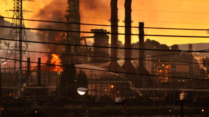 Massive fire engulfs Chevron California refinery (PHOTOS)
