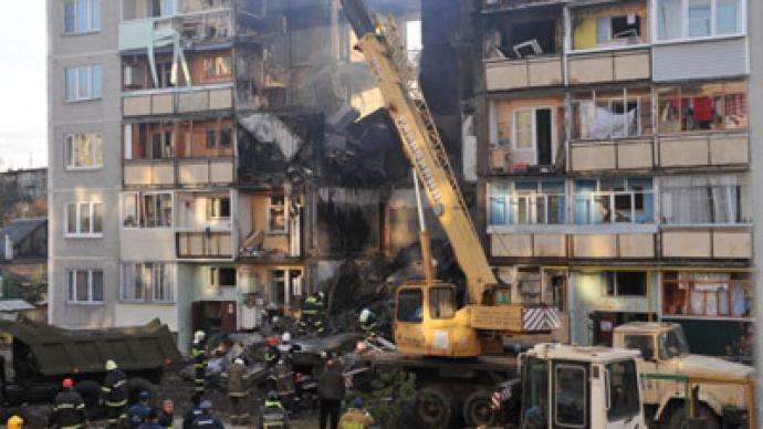 Massive blaze: 4 dead, dozens homeless