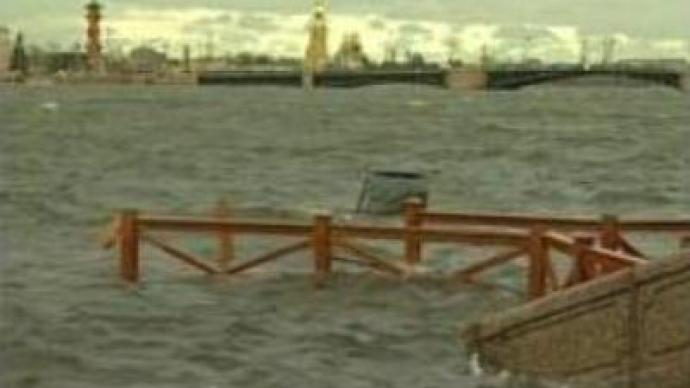 Flooding in St Petersburg as cyclone closes in