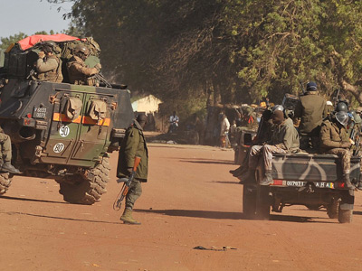 US starts airlifting French troops to Mali