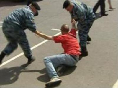 Gay march fizzles out amid scuffles in Moscow