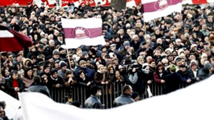 Georgian opposition gathers signatures against Saakashvili