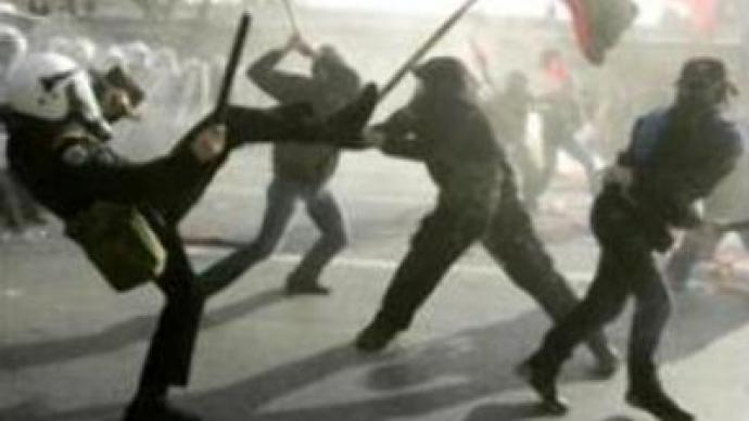 Greek students & police clash over education reforms