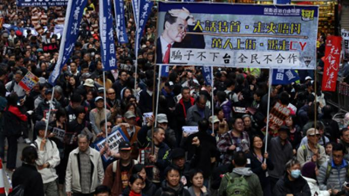 Tens of thousands march in rival protests over Hong Kong's leader (PHOTOS)