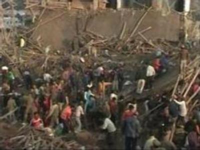 India: collapsed building claims 10 lives