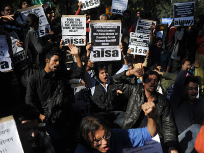 'Down with India': Protests over hanging of Kashmiri separatist turn violent (PHOTOS)