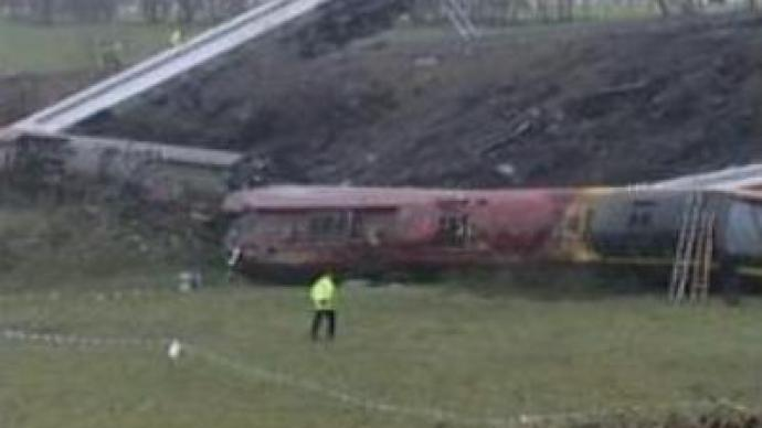 Inquiry launched over UK train derailment