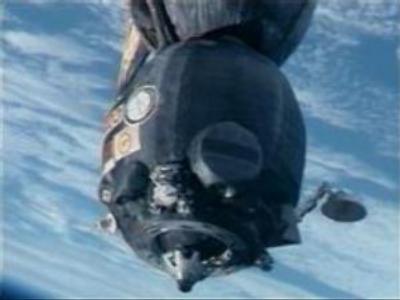 ISS crew relocates Soyuz