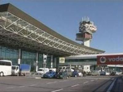 Italian airline workers go on strike