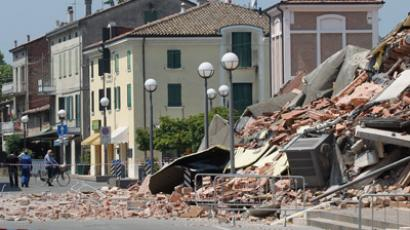 Six Italian scientists jailed for six  years each for failing to predict 2009 quake that killed over 300 people