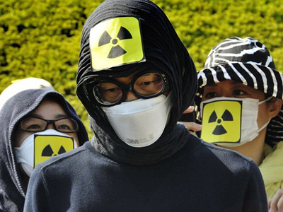 "Fukushima operator says ""sorry"" as workers erect protective cap"