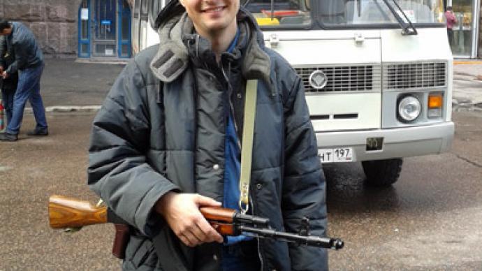 Kalashnikov promenade: Blogger embarrasses Moscow cops