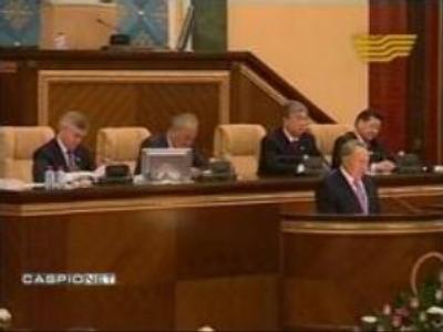 Kazakhs cut presidential term