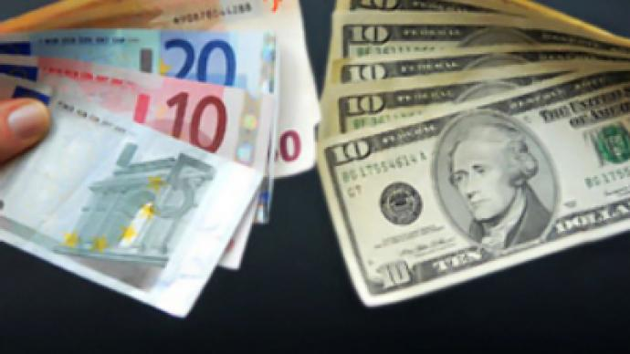Keep savings in different currencies, Russians told