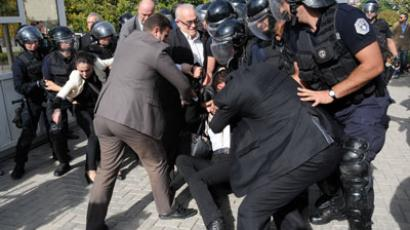 Tomatoes vs teargas: Kosovo activists clash with police over Serbia talks (PHOTOS, VIDEO)