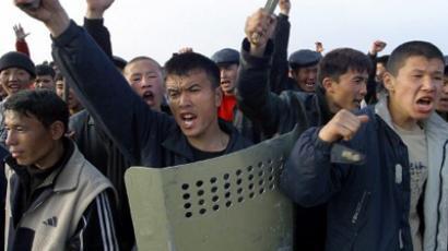 "Kyrgyz private armies incite ""permanent revolution"""