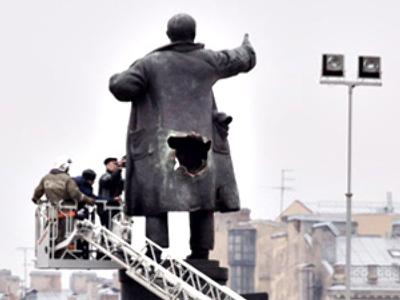 Lenin statues under attack