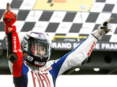 Lorenzo wins French MotoGP to lead overall standings