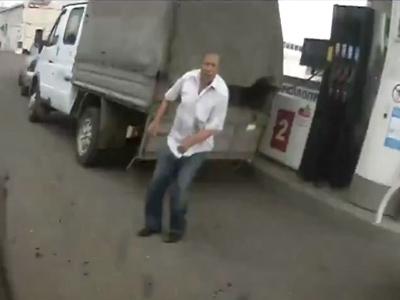 Driver survivor: Trucker cheats death with acrobatic grace (VIDEO)