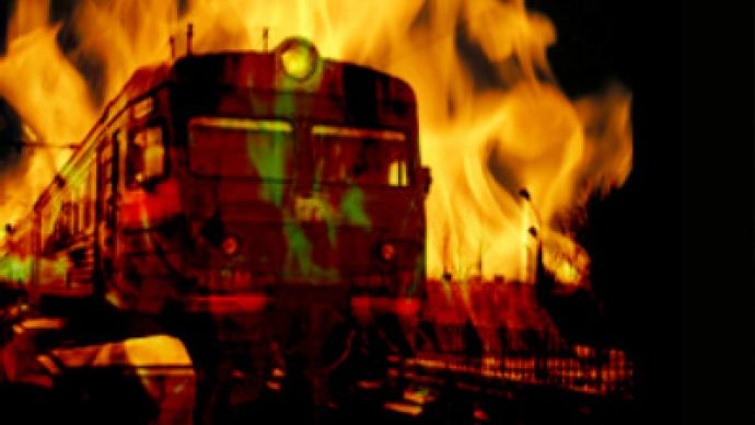 Man burns wife to death on suburban train