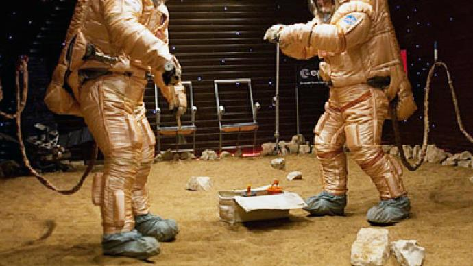 Russian cosmonauts imitate landing on Mars