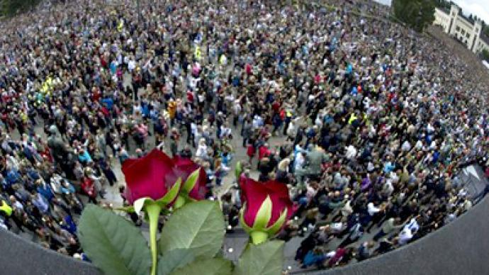 Over 100,000 mourners attend vigil for massacre victims in Oslo