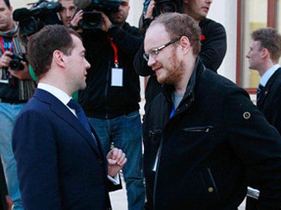 Medvedev promised to tear off their heads – assaulted Russian reporter