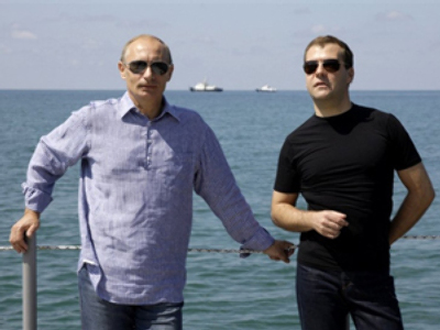 Medvedev's and Putin's approval rate rises