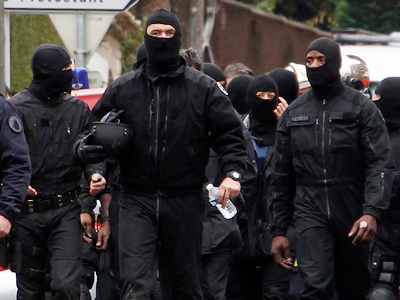 Den of terror: Toulouse killer's post-raid apartment (VIDEO)
