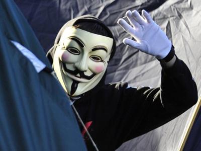 LulzXmas goes on: 'Robin Hood hackers' rob military retailer